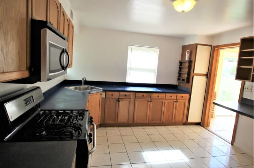 218 Riverview Ave Kitchen