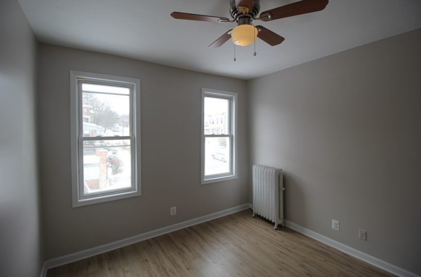 Bedroom 4670 York Rd with Ceiling Fan