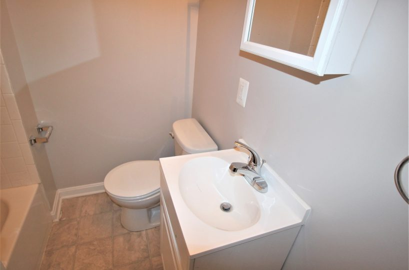 White Bathroom 4670 York Rd 3, Richnor Springs