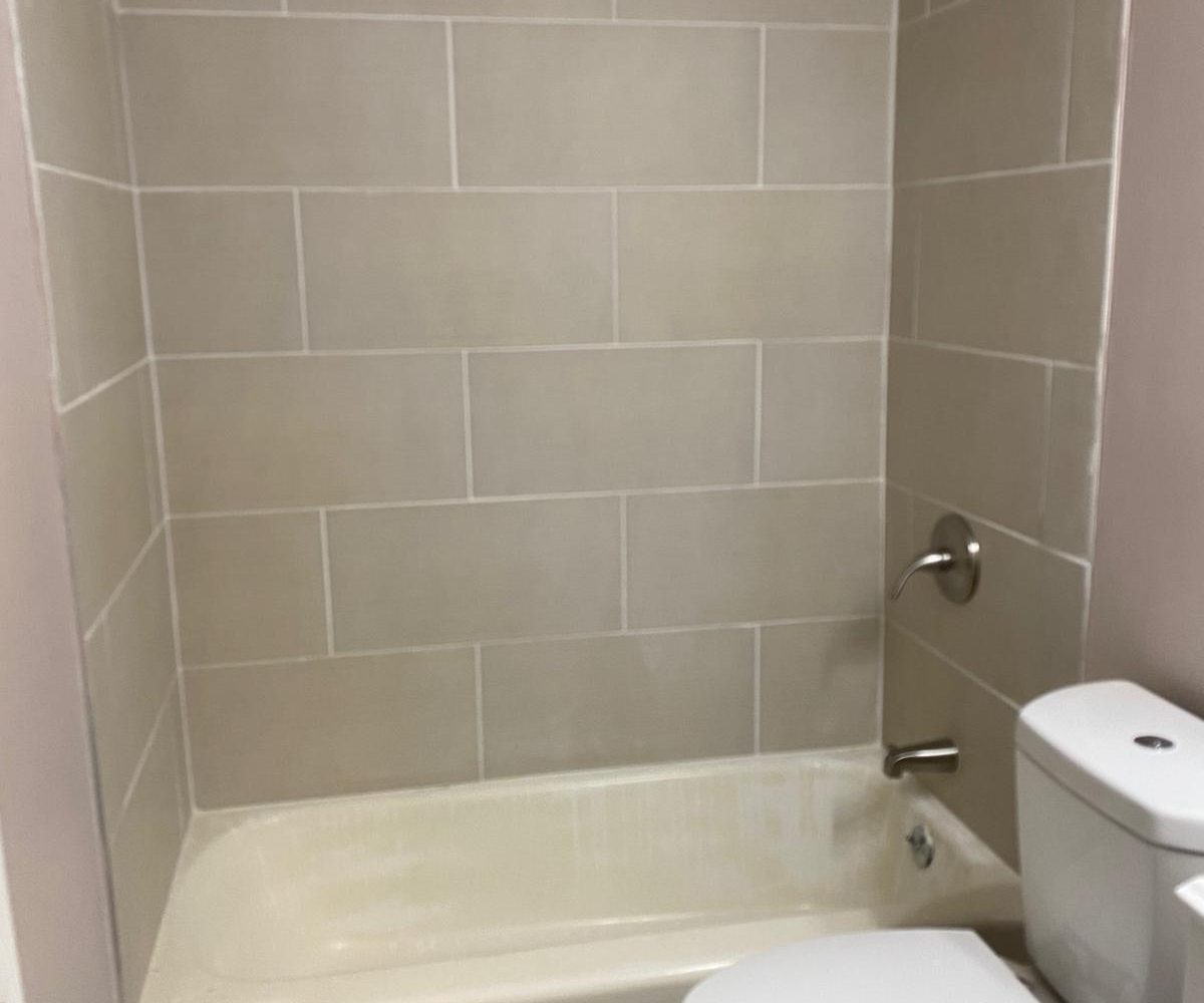 Tiled Bathtub at Rogers Townhomes