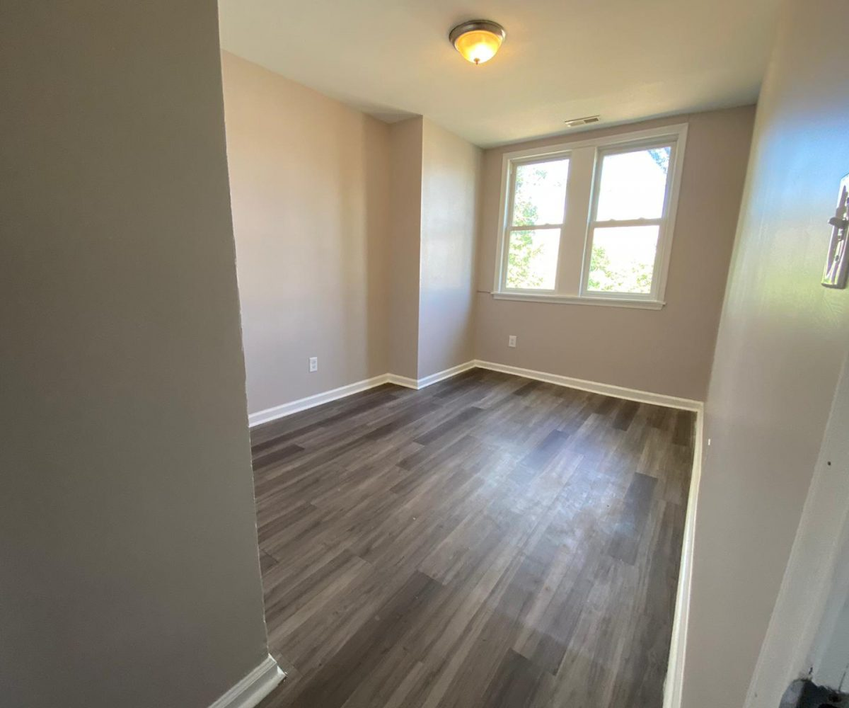 Bedroom with Large Window at 534 Beaumont Ave