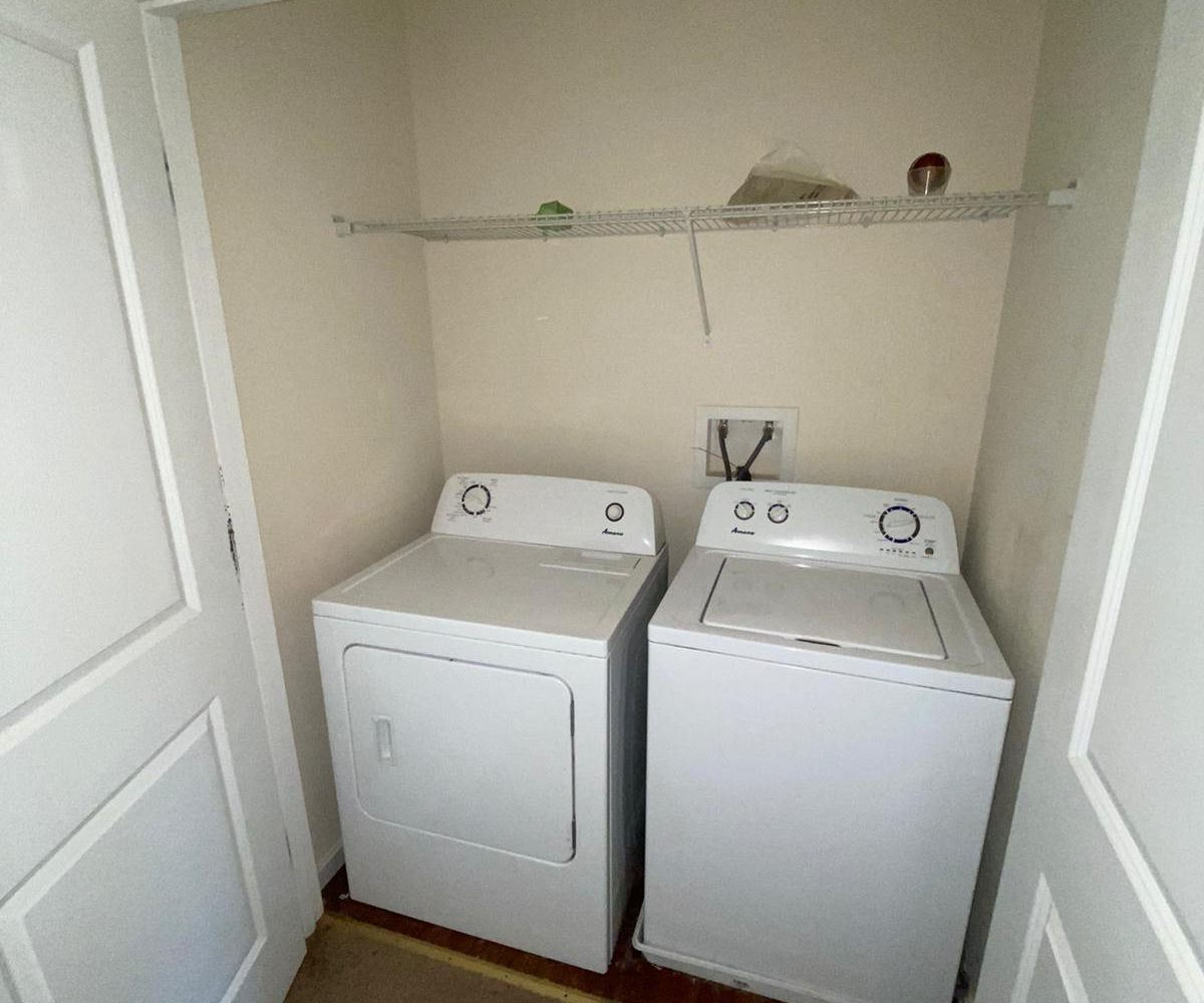 Washer and Dryer at 2505 Woodlawn Ave